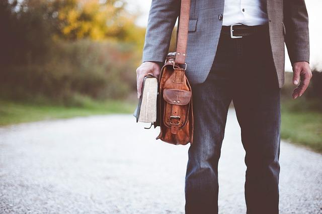 Divatos férfi táska